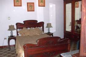 double bed, colonial style