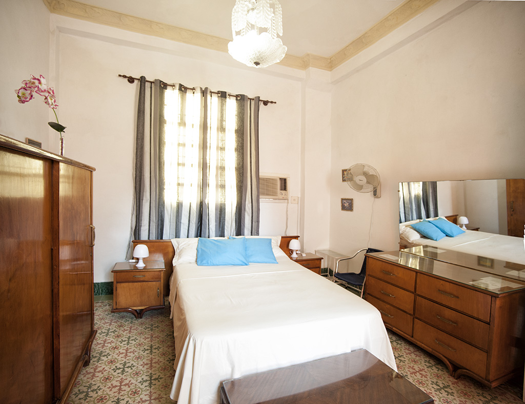 Room with twin bed Casa Particular in Havana, Cuba