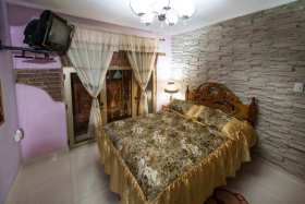 Bedroom - private accommodation in Cuba